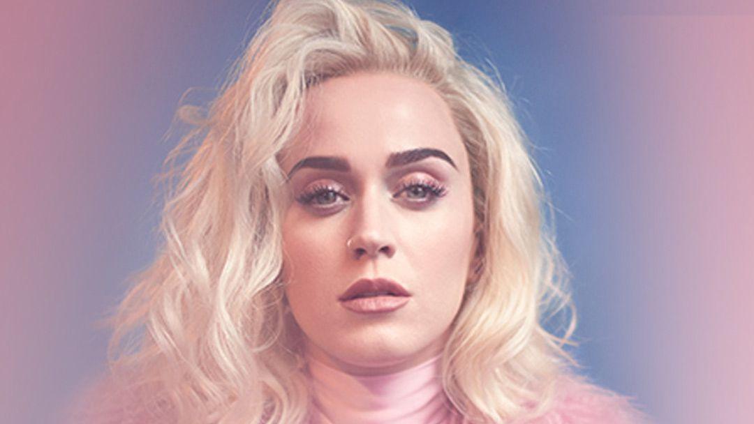 Katy Perry Cozy Little Christmas.Katy Perry Se Met A L 039 Heure De Noel Avec Cozy Little